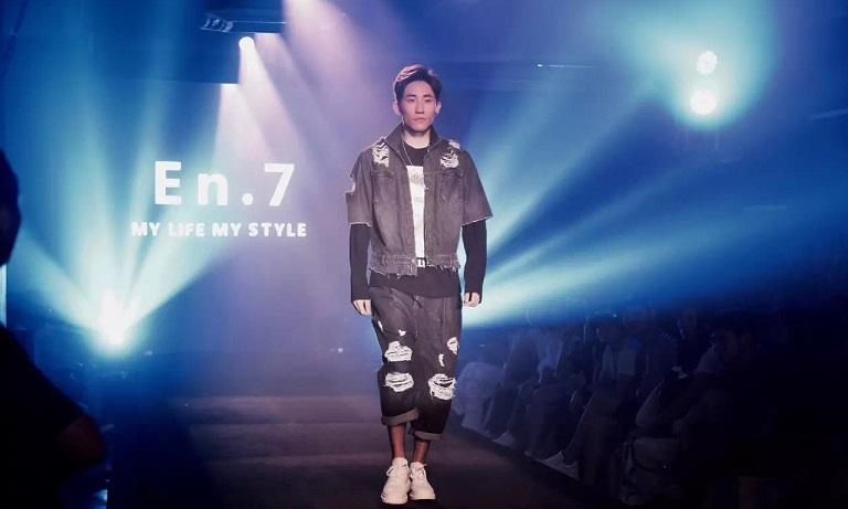 行于前锋 自在时尚,En.7有华遨服装ERP信息技术支持